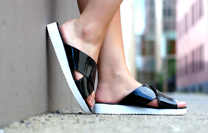 vera wang sandals style