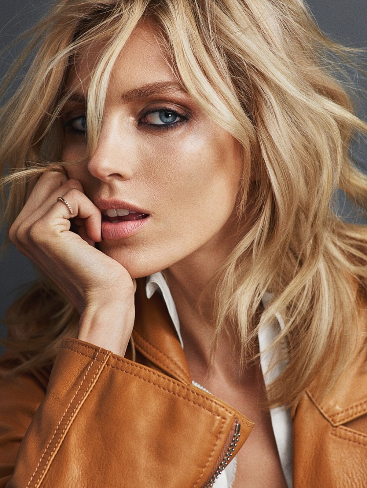 Vogue-Portugal-June-2016-Anja-Rubik-by-Hunter-Gatti-7